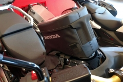 Honda África Twin CRF1100L color negro darkness metálico con maletas de viaje.
