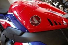 Honda-CBR-1000RR-Fireblade-08