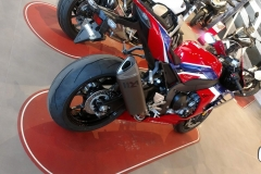 Honda-CBR-1000RR-Fireblade-16