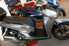 honda-sh-300i-gris-mate-cynos-metalico-06