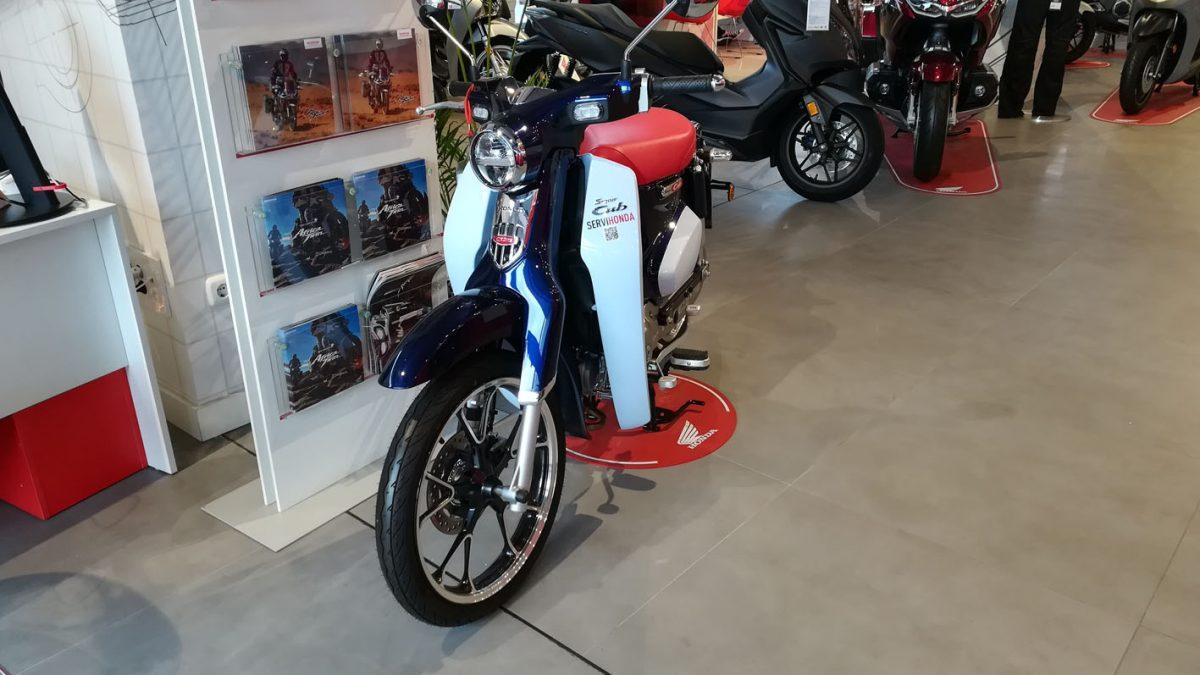 Simpática y desenfadada, así es la Honda Super CUB C125.