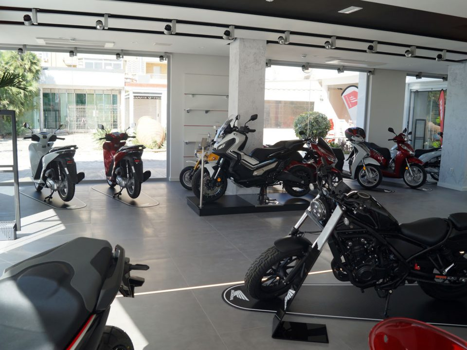 Exposición de motos Honda en Servihonda Fuengirola.