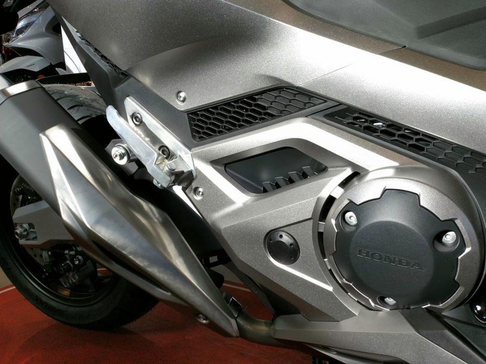 El motor de la Honda Forza 750 se caracteriza por su rendimiento y prestaciones.